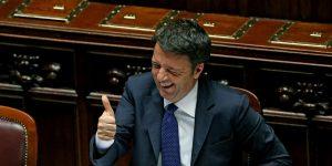 Matteo renzi che ride in parlamento