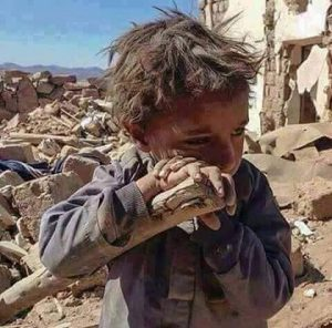 Bambino tra le macerie ad Aleppo (Syria)
