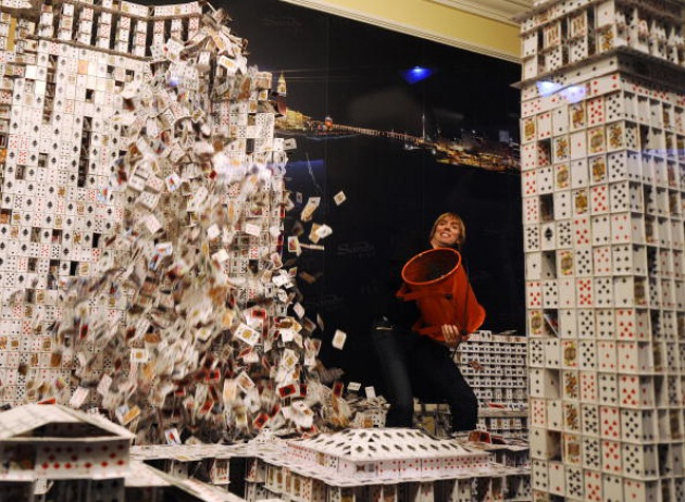 Il più grande castello di carte del mondo. Di Bryan Berg.