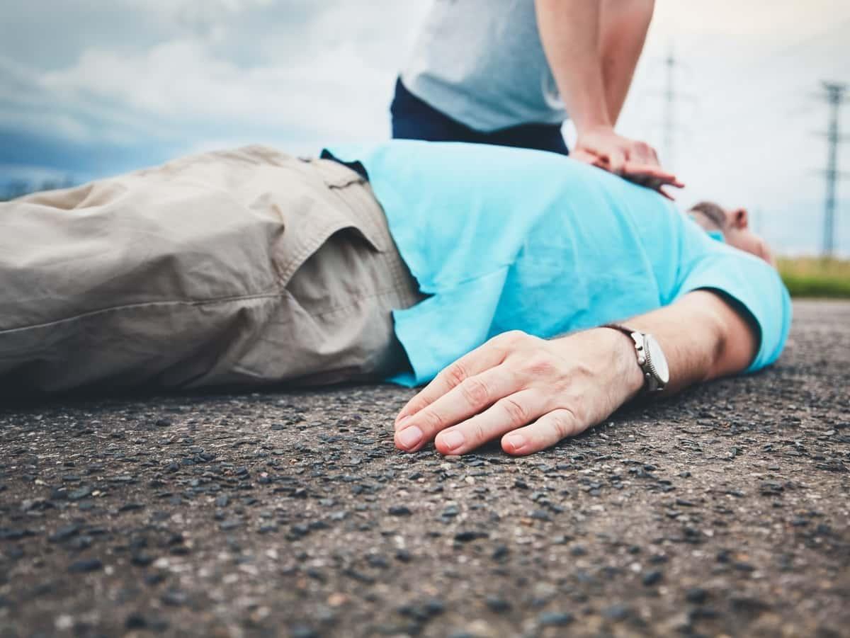 massaggio cardiaco in strada